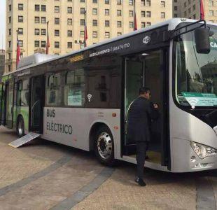 Presentan bus eléctrico y gratuito que operará en el centro de Santiago