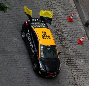 [FOTOS] Taxistas se toman la Alameda en protesta contra Uber y Cabify