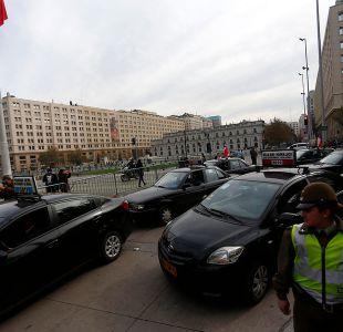 Paro de taxistas concluye tras entrega de carta en La Moneda