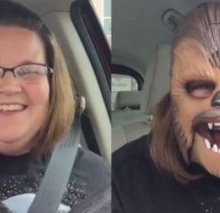 [VIDEO] Mujer con máscara de Chewbacca rompe récords de reproducciones en Facebook