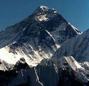 Nepal planea medir de nuevo el Everest, la cima del mundo