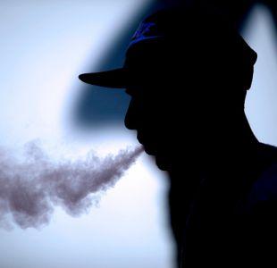 Las Condes está a un paso de prohibir que se fume en plazas y parques