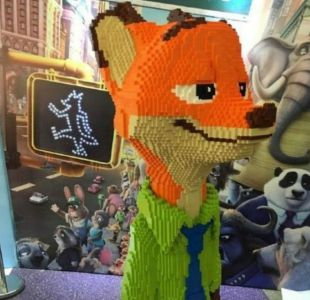 Niño destruye en segundos escultura de Lego que costó US$15.000