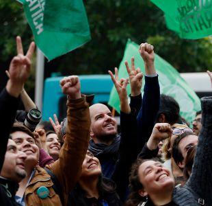 Revolución Democrática estrecha vínculos con Podemos