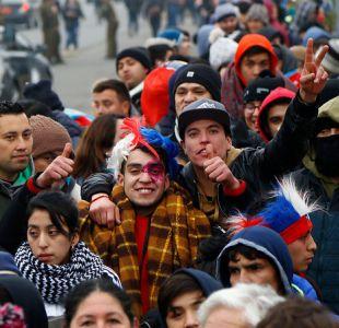 [FOTOS] Miles de hinchas buscan sus entradas para homenaje a La Roja