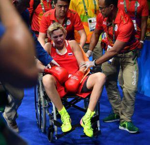 [FOTOS] Boxeadora rusa sufre luxación en su codo y no puede luchar por la medalla en Río