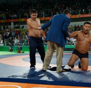 Río 2016: Entrenadores mongoles se sacan la ropa en protesta por decisión de jueces