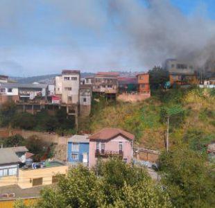 Se registra incendio en casas de Valparaíso