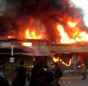 Talca: Incendio en Persa Estación deja más de 15 locales quemados
