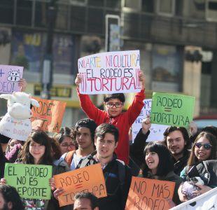 [FOTOS] Miles de personas se manifiestan en contra del Rodeo