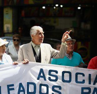 [FOTOS] Así fue la marcha de adultos mayores en Valparaíso en demanda de mejores jubilaciones