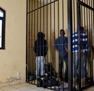 La justicia comunitaria aplica sanciones de cárcel breves por delitos menores. Algunos de los inculpados tienen que hacer trabajo comunitario.