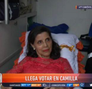 [VIDEO] Mujer llegó en camilla a votar