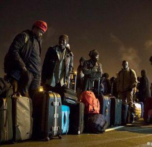 Comienzan a evacuar el centro de inmigrantes de Calais