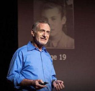 """Robert Waldinger es el cuarto director del estudio sobre desarrollo adulto de Harvard que comenzó hace más de siete décadas, """"el estudio más prolongado sobre la felicidad""""."""