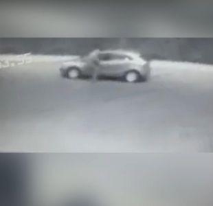 [VIDEO] Mujer fue golpeada a plena luz del día en robo de automóvil