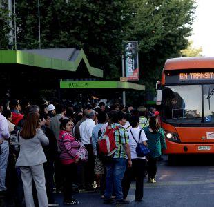 52% de los buses del transantiago no se detienen en paraderos pese a tener capacidad