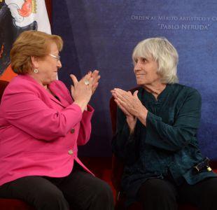 Viuda de Víctor Jara es condecorada con la Órden al Mérito Artístico Pablo Neruda