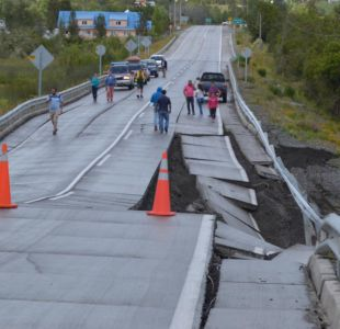 Ruta dañada por terremoto fue construida por Azvi, la misma del fallido puente Cau Cau
