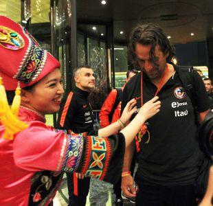 """[FOTOS] La llegada de Juan Antonio Pizzi y segundo grupo de """"La Roja"""" a China"""