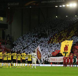 """[VIDEO] Hinchas del Liverpool y Borussia Dortmund se llevan premio a """"Mejor Afición"""" de la FIFA"""