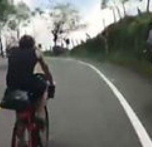El campesino colombiano que dejó en ridículo a dos triatletas europeos con su humilde bicicleta
