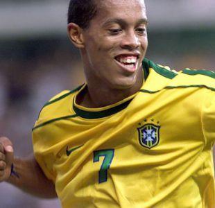 [VIDEO] Viva la magia: Ronaldinho deleita con gran pase en amistoso internacional