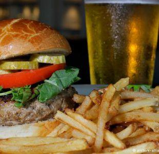 ¿Por qué el alcohol despierta el hambre?