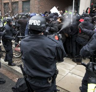 Nuevos incidentes entre manifestantes y la policía tras investidura de Donald Trump