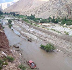 Alto del Carmen se inunda tras desborde de Río Chollay y deja 360 personas aisladas