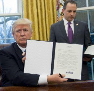 Trump firma salida del TPP y otros países buscarían acuerdos alternativos