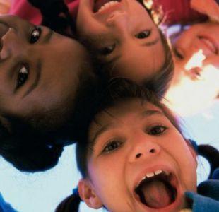 """El enfoque holandés de crianza de los hijos se puede resumir como """"una vuelta a lo más básico""""."""