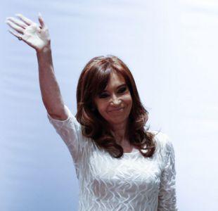 Cristina Fernández es citada a declarar por supuestos sobornos en medio de campaña