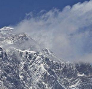 La altura oficial del Everest es de 8.848 metros.