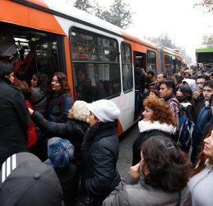 Encuesta Cadem: Transporte y seguridad preocupan a los capitalinos