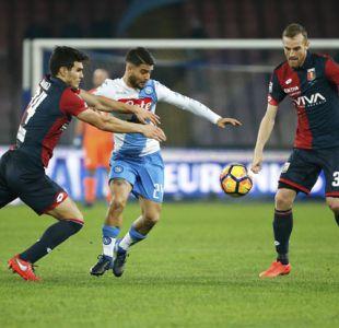 Mauricio Pinilla ve desde la banca derrota de Genoa ante Napoli por la Serie A