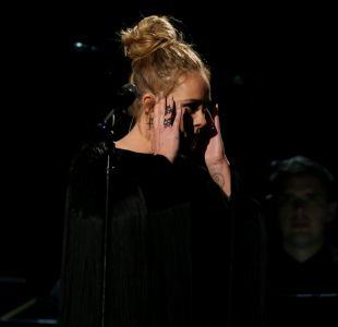 Adele tropieza en el Grammy con su homenaje a George Michael