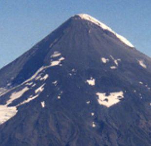 Sernageomin decreta alerta amarilla por actividad del volcán Lanín, en Curarrehue