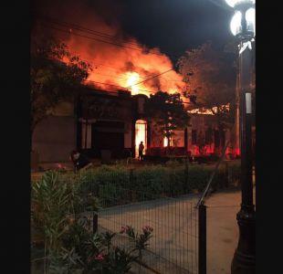 Bomberos acude a llamado por incendio en Santa Isabel con Condell