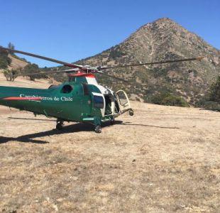 Carabineros rescata a dos jóvenes que peligraban caer por quebrada de Cerro Manquehue