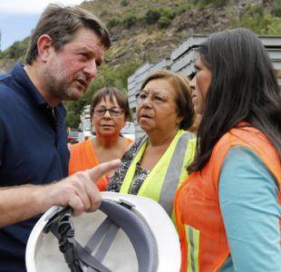 Claudio Orrego es increpado por familiares de desaparecidos en aluvión