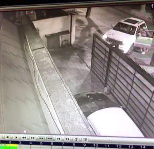 [VIDEO] Delincuentes quedaron sin bencina tras realizar portonazo