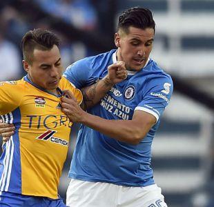 [VIDEO] Enzo Roco comete dura infracción sobre Eduardo Vargas en empate de Cruz Azul y Tigres
