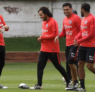 Mago Valdivia recibe saludo de viejo conocido por su regreso a Colo Colo