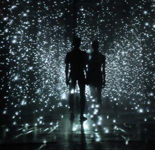 """""""Luz, espacio, movimiento"""": la instalación interactiva que debuta este viernes en Santiago"""