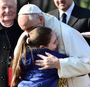 El papa llega a Milán para visitar a pobres y presos