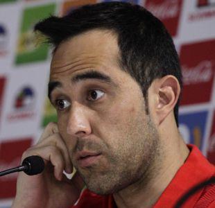 Claudio Bravo repasa al árbitro de Argentina y hace un llamado a los hinchas ante Venezuela