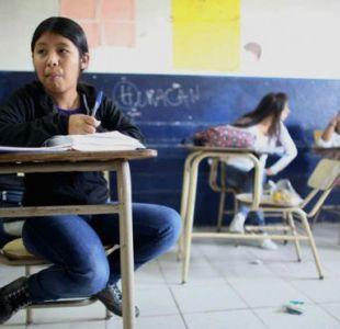 aula argentinaDerechos de autor de la imagenGETTY IMAGES Image caption La tasa de escolarización aumentó enormemente desde los años ´70 pero también aumentó la pobreza.