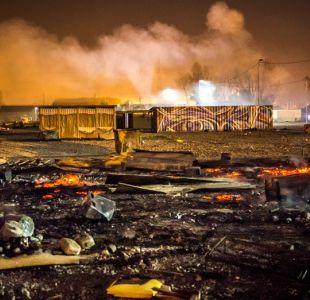 Gran incendio reduce a cenizas campo de migrantes en norte de Francia