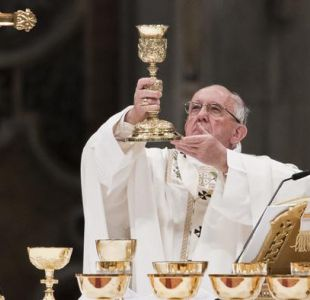 Papa destaca injusticia inhumana durante vigilia Pascual